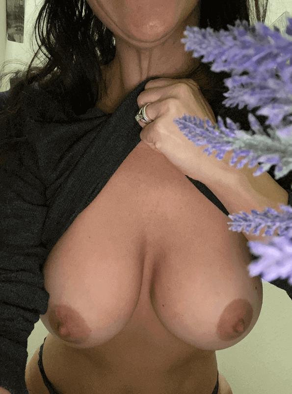 donna matura tettona